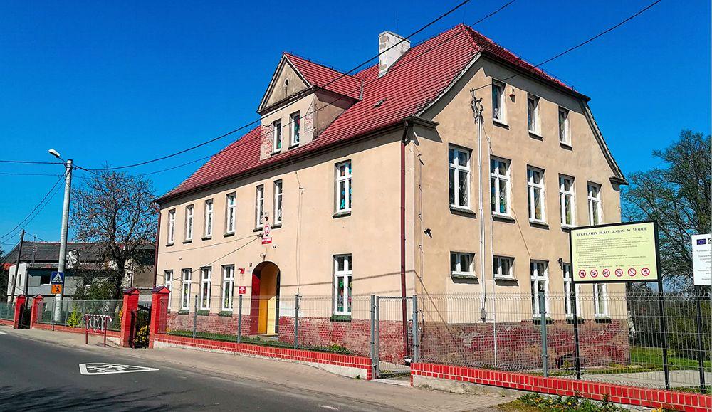 Школа в Модлє гміни Громадка