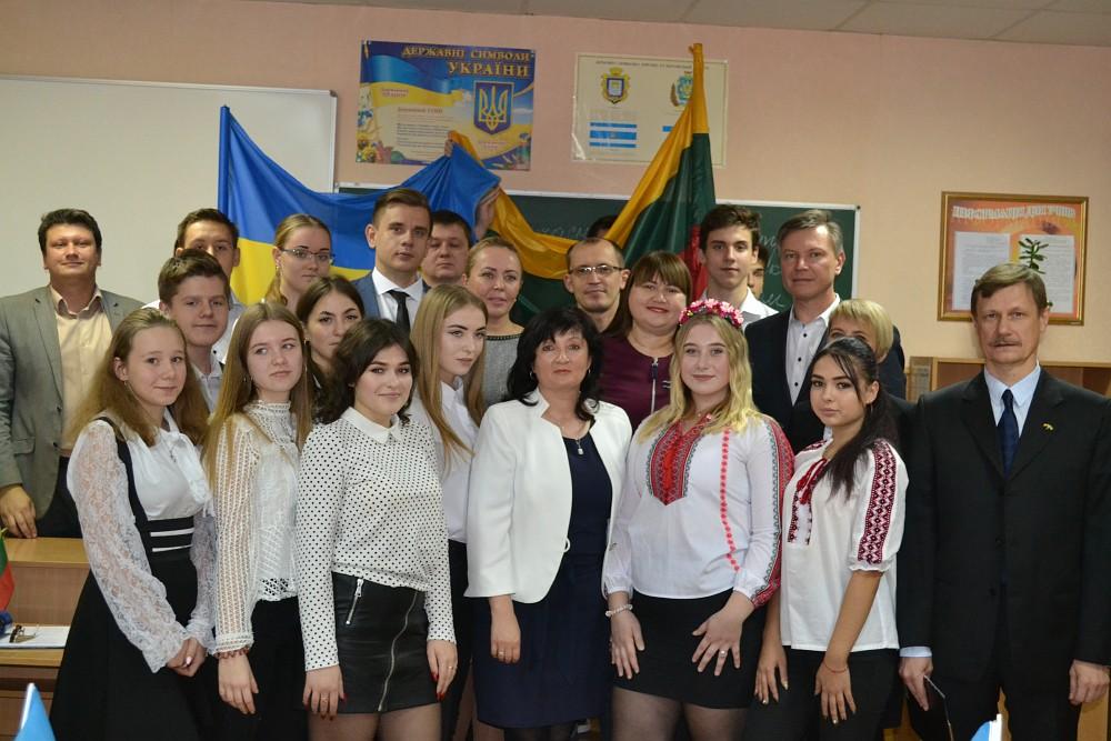 після підписання договору між Херсонською спеціалізованою школою І-ІІІ ступенів №52 з поглибленим вивченням української мови та гімназією «Айтварас» міста Клайпеда